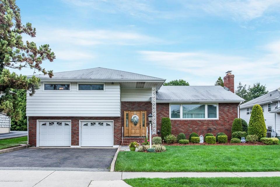 Частный односемейный дом для того Продажа на 10 Lehigh Avenue Clifton, Нью-Джерси 07012 Соединенные Штаты