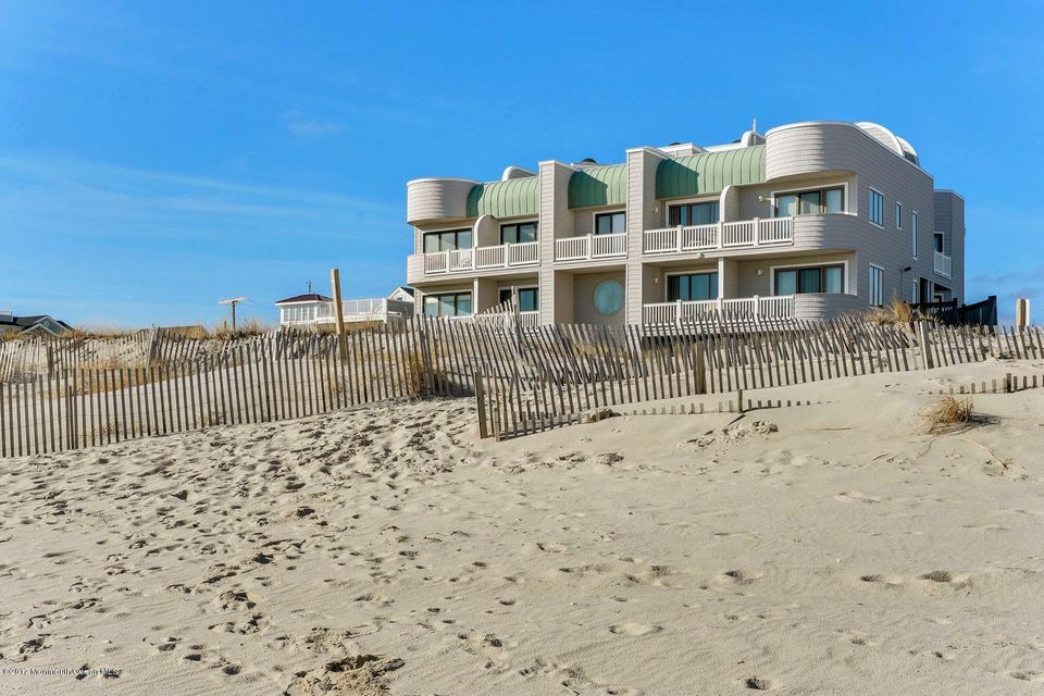 Maison unifamiliale pour l Vente à 305 Ocean Avenue 305 Ocean Avenue South Seaside Park, New Jersey 08752 États-Unis