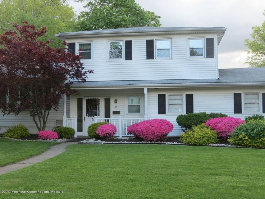 Single Family Home for Sale at 24 Devon Lane 24 Devon Lane Clark, New Jersey 07066 United States