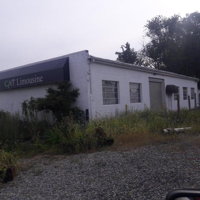 Commercial pour l Vente à 638 Us Highway 9 638 Us Highway 9 Howell, New Jersey 07728 États-Unis