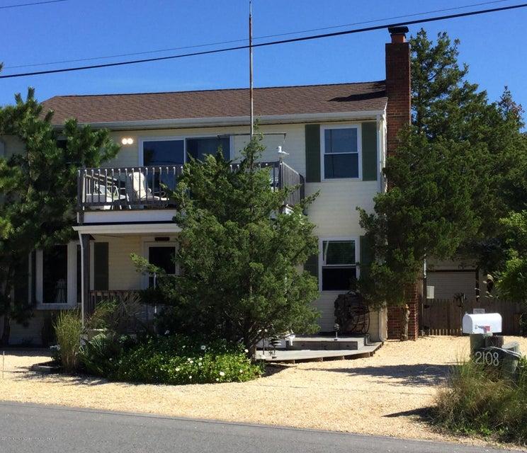独户住宅 为 销售 在 2108 Bayview Avenue 2108 Bayview Avenue South Seaside Park, 新泽西州 08752 美国
