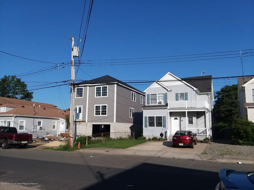 Single Family Home for Sale at 17 Bayview Avenue 17 Bayview Avenue Keansburg, New Jersey 07734 United States