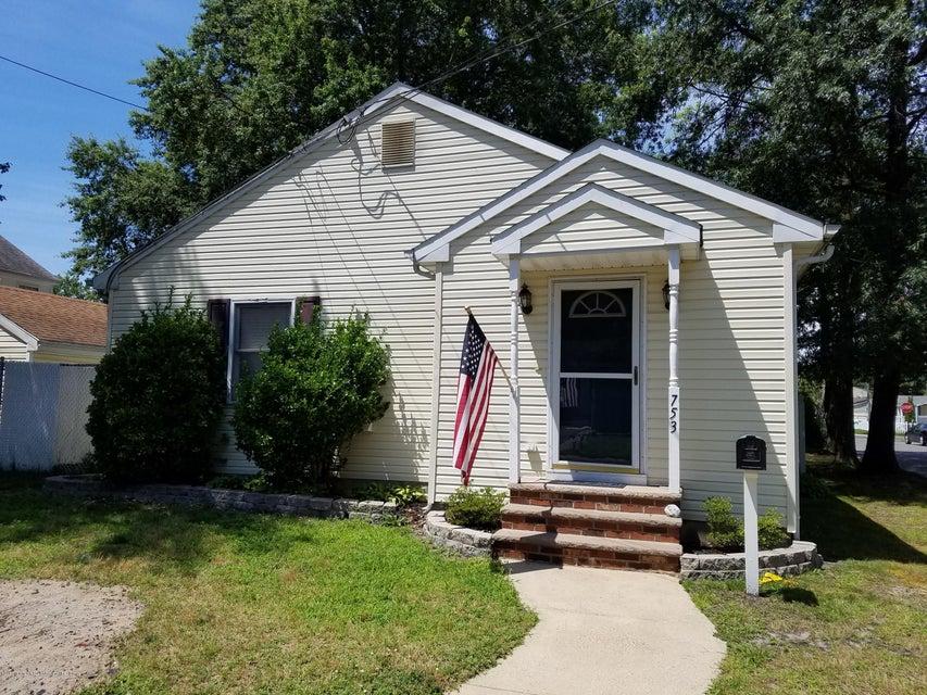Maison unifamiliale pour l à louer à 753 Monmouth Parkway 753 Monmouth Parkway North Middletown, New Jersey 07748 États-Unis