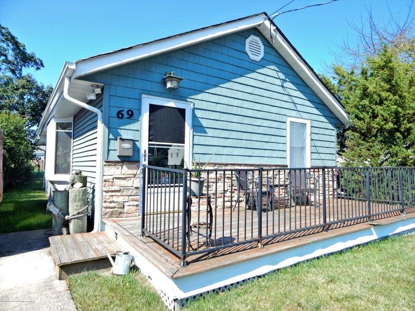 Nhà ở một gia đình vì Bán tại 69 Bennett Avenue 69 Bennett Avenue Neptune City, New Jersey 07753 Hoa Kỳ