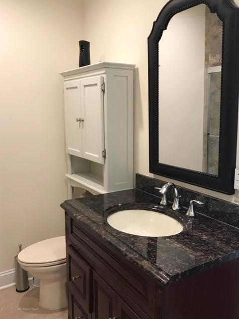 Additional photo for property listing at 33 White Oak Lane 33 White Oak Lane Aberdeen, New Jersey 07747 Hoa Kỳ