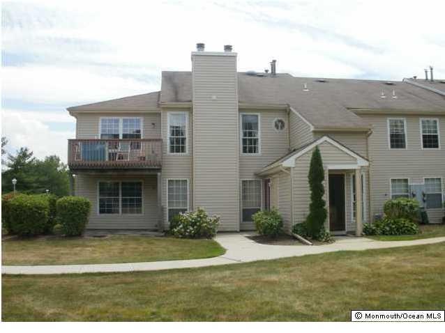 共管式独立产权公寓 为 出租 在 497 Hawthorne Place 497 Hawthorne Place 万宝路, 新泽西州 07746 美国