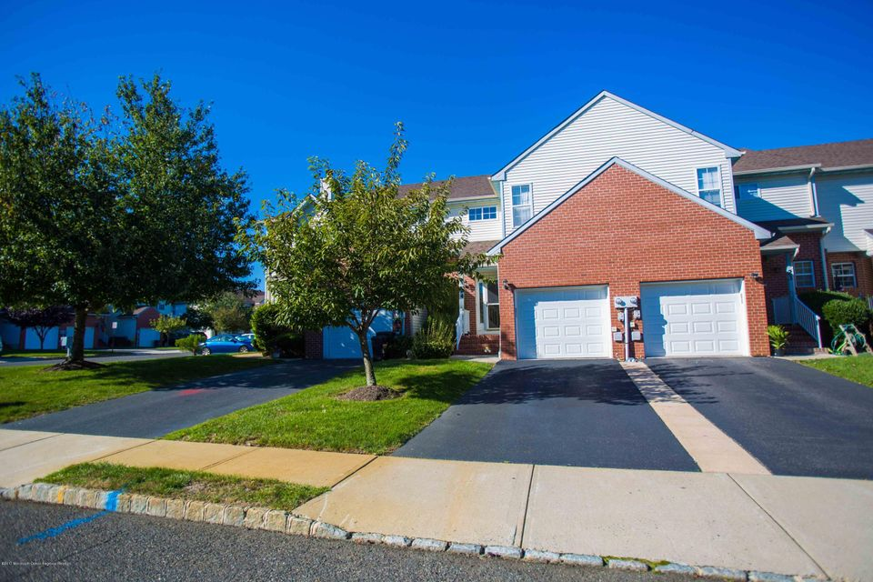 Condominio por un Alquiler en 24 Center Drive 24 Center Drive Manalapan, Nueva Jersey 07726 Estados Unidos
