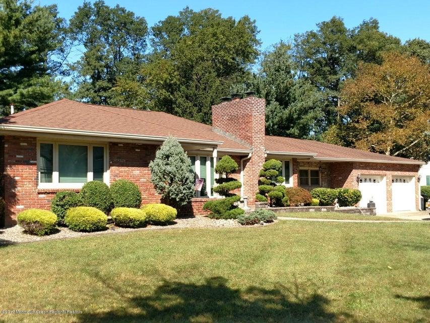 Maison unifamiliale pour l Vente à 9 Bedle Road 9 Bedle Road Hazlet, New Jersey 07730 États-Unis