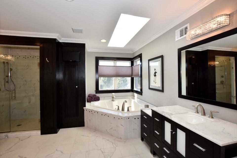 Master Bathroom View 2 (1)