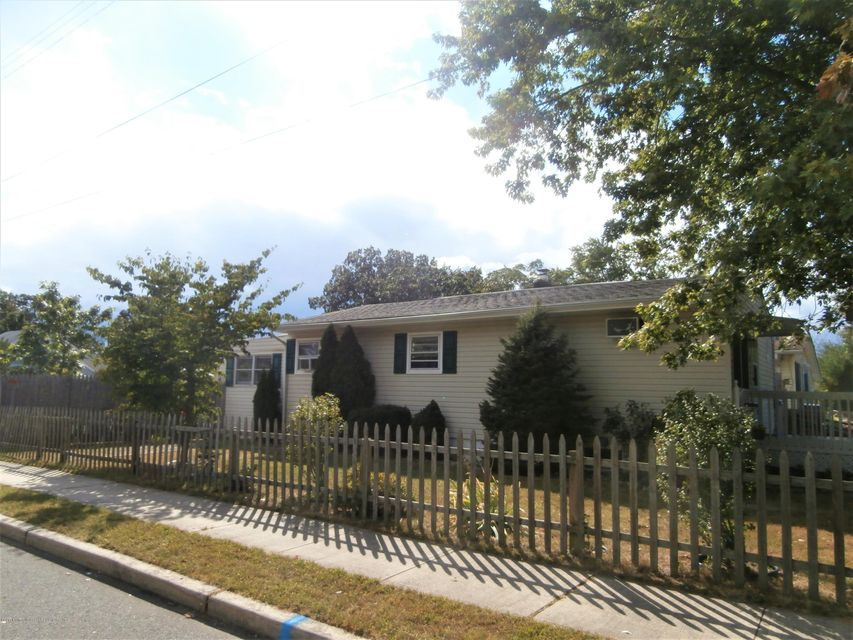 Maison unifamiliale pour l Vente à 600 Poplar Street 600 Poplar Street Lakehurst, New Jersey 08733 États-Unis