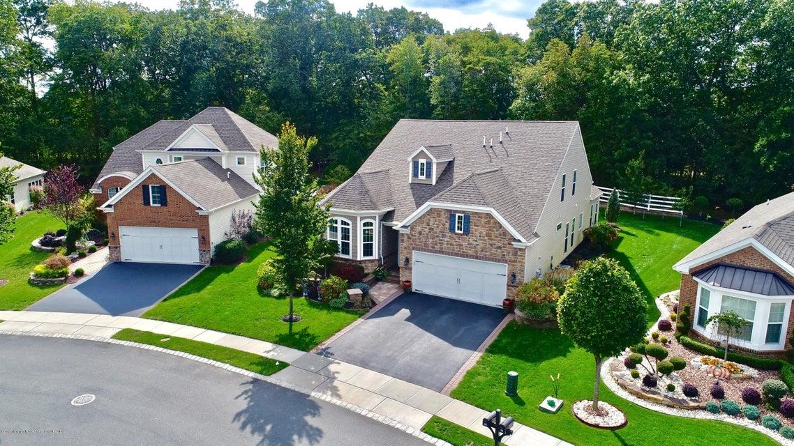 Maison unifamiliale pour l Vente à 84 Bosworth Boulevard 84 Bosworth Boulevard Farmingdale, New Jersey 07727 États-Unis
