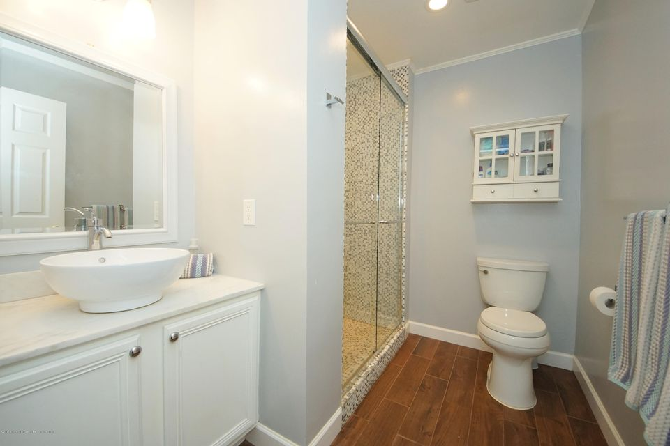 32-Full Bathroom-27 Galloping Brook Dr