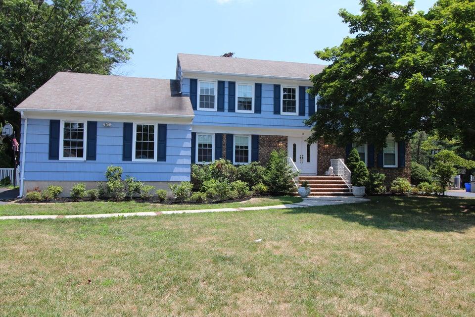 Maison unifamiliale pour l Vente à 18 Darien Drive 18 Darien Drive West Long Branch, New Jersey 07764 États-Unis