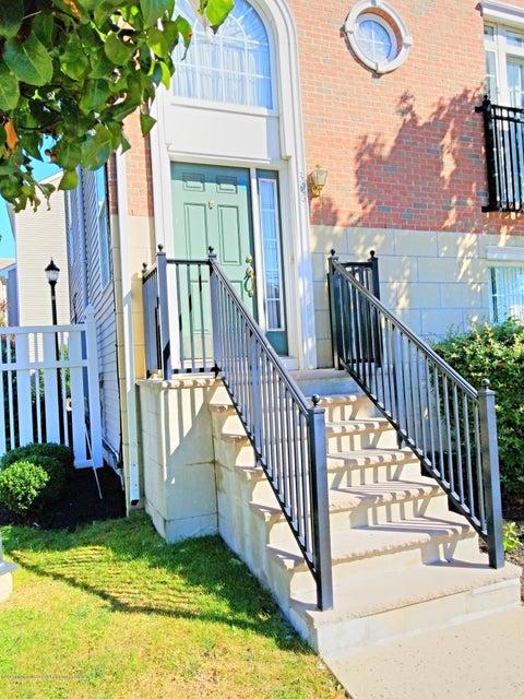 Condomínio para Arrendamento às 396 Fayette Street 396 Fayette Street Perth Amboy, Nova Jersey 08862 Estados Unidos