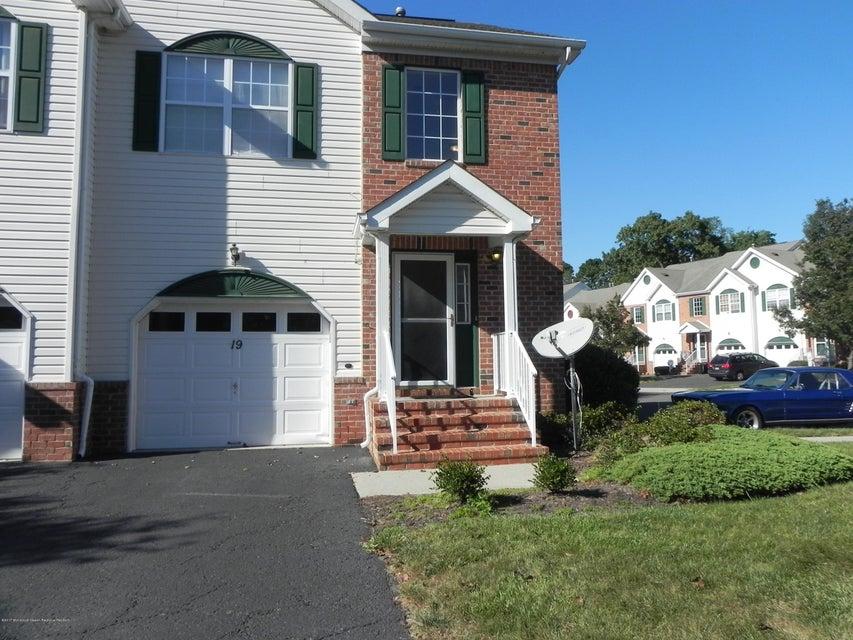 Appartement en copropriété pour l à louer à 19 Heron Court 19 Heron Court Manalapan, New Jersey 07726 États-Unis
