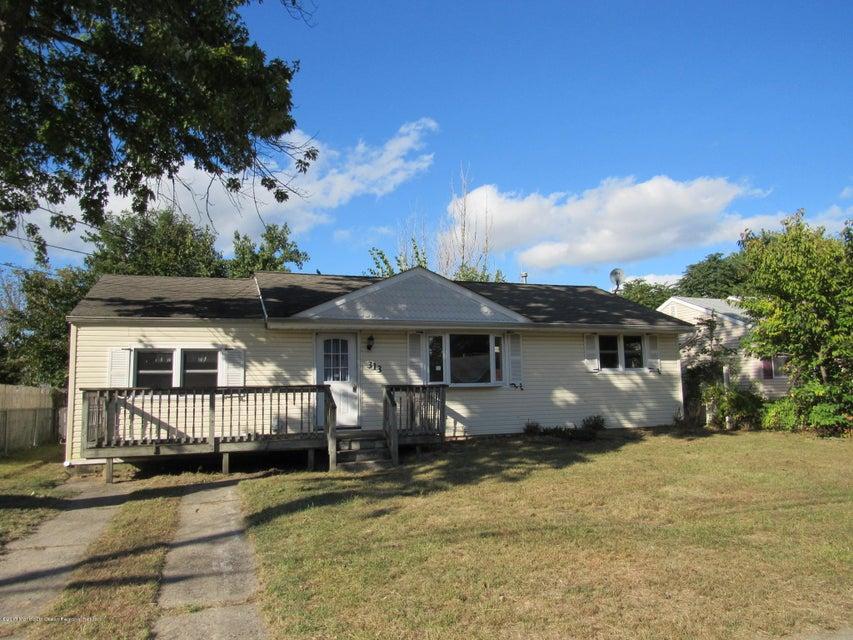 Maison unifamiliale pour l Vente à 313 Maple Street 313 Maple Street Lakehurst, New Jersey 08733 États-Unis