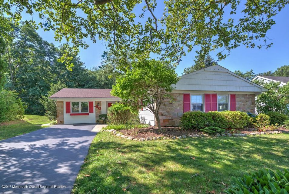 Casa Unifamiliar por un Alquiler en 40 Inglewood Lane 40 Inglewood Lane Aberdeen, Nueva Jersey 07747 Estados Unidos