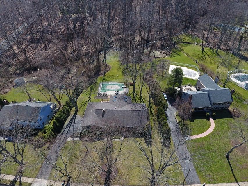 Maison unifamiliale pour l Vente à 115 Crawford Road 115 Crawford Road Middletown, New Jersey 07748 États-Unis