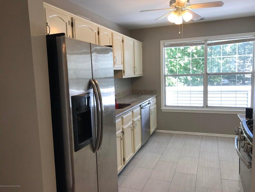 共管式独立产权公寓 为 出租 在 324 Sequoia Court 324 Sequoia Court 豪威尔, 新泽西州 07731 美国