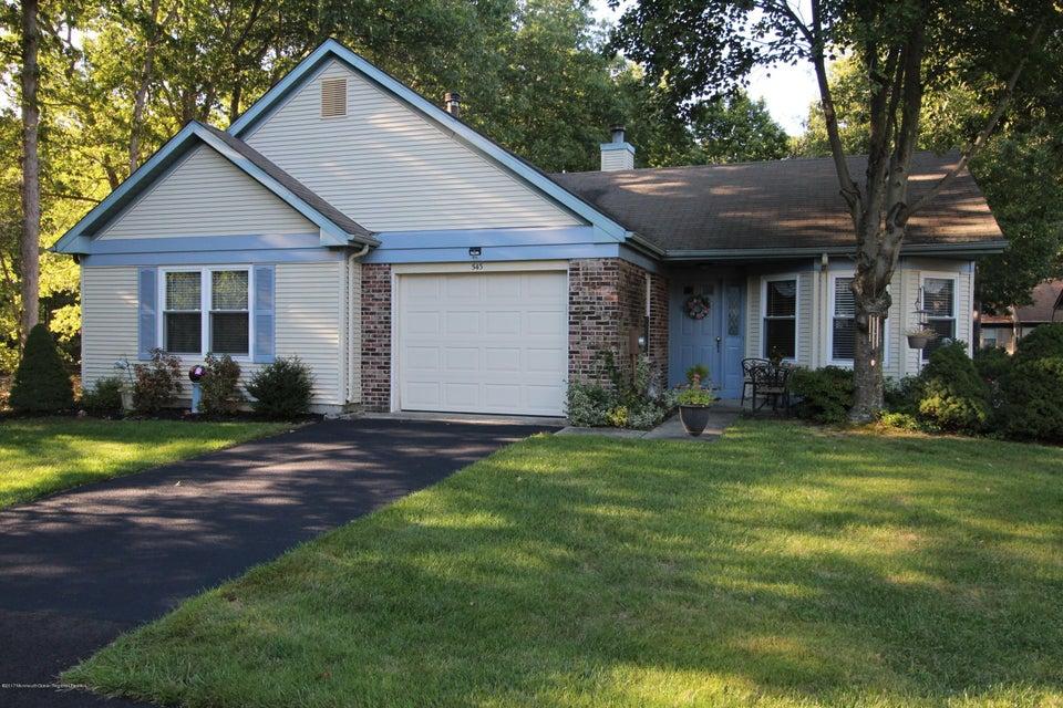 Casa Unifamiliar por un Alquiler en 543 Petunia Lane 543 Petunia Lane Whiting, Nueva Jersey 08759 Estados Unidos