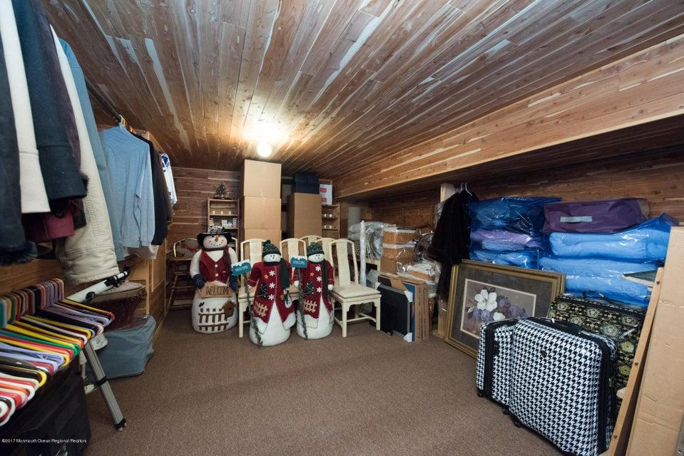 four winds cedar closet