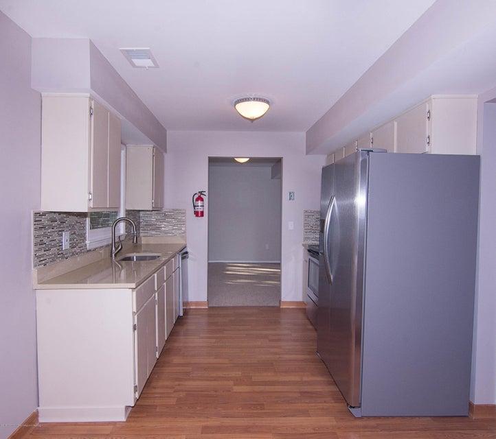 _RMJ8193.jpg kitchen