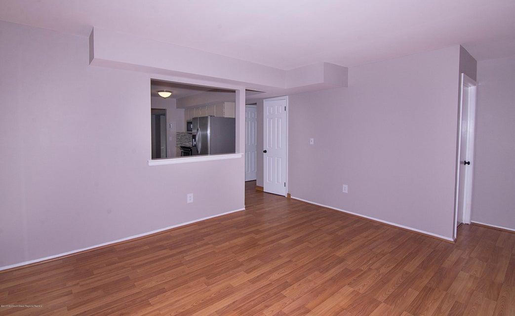 _RMJ8225.jpg family room