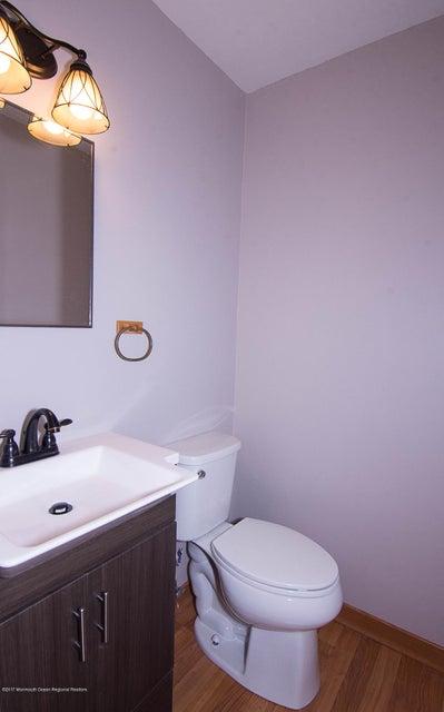 _RMJ8221.jpg half bath