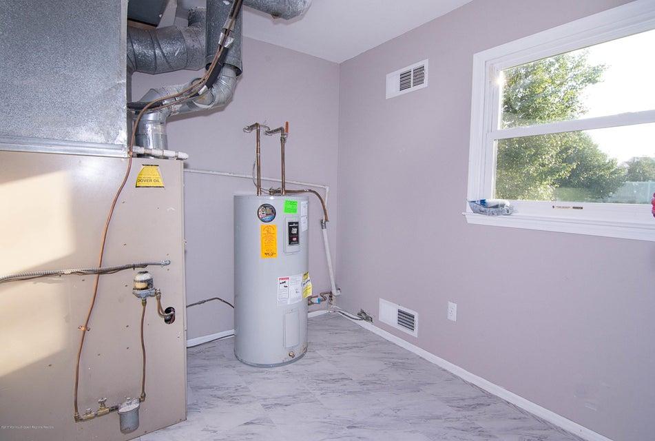 _RMJ8219.jpg utility room