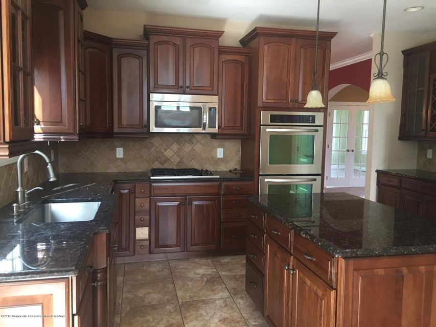 SS appliances/ granite/ high cabinets