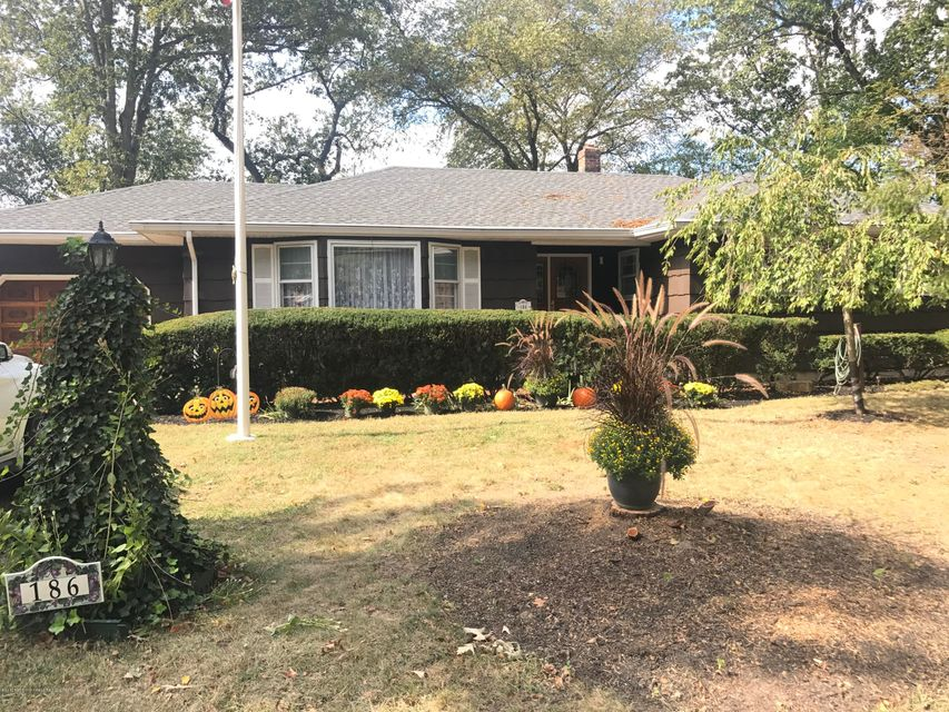 Single Family Home for Sale at 186 Devoe Avenue 186 Devoe Avenue Spotswood, New Jersey 08884 United States
