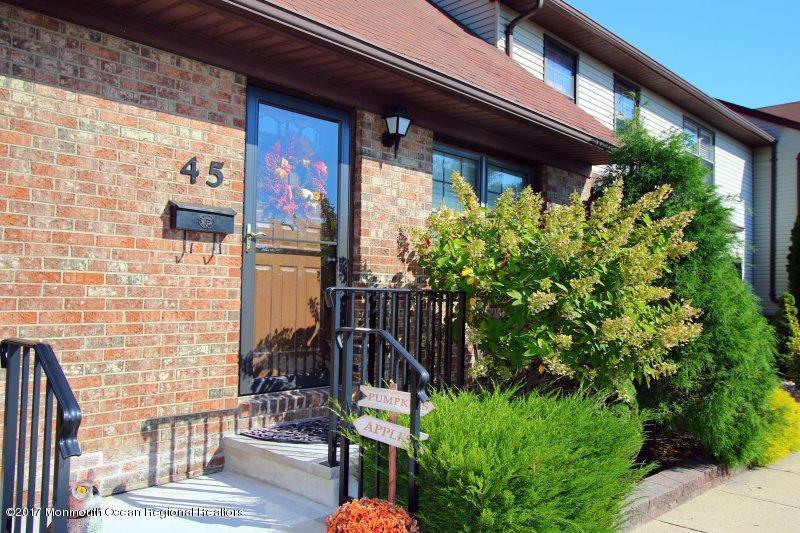 Appartement en copropriété pour l à louer à 45 Village Green Way 45 Village Green Way Hazlet, New Jersey 07734 États-Unis