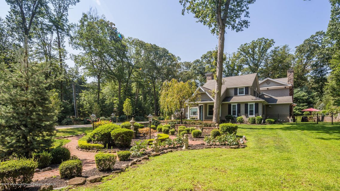 221 Heyers Mill Rd Colts Neck-large-012-