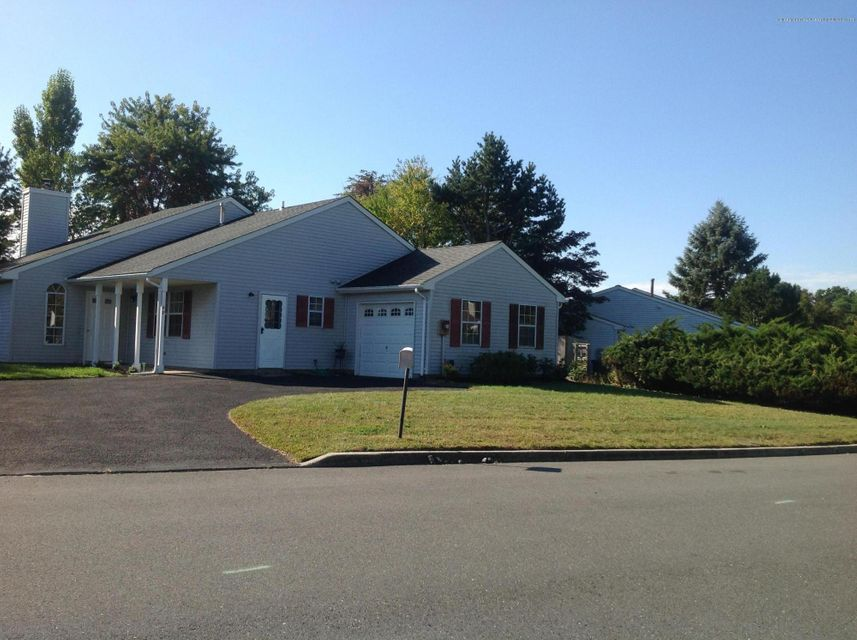 Maison unifamiliale pour l à louer à 48 Cranberry Drive 48 Cranberry Drive Tinton Falls, New Jersey 07753 États-Unis