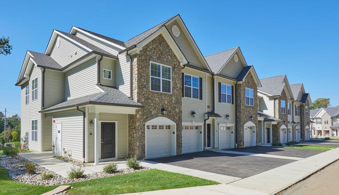 Condominio por un Alquiler en 1001 Whispering Way 1001 Whispering Way Aberdeen, Nueva Jersey 07747 Estados Unidos