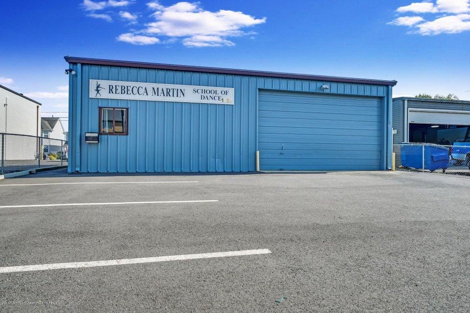 Commercial pour l Vente à 1628 Beaver Dam Road 1628 Beaver Dam Road Point Pleasant, New Jersey 08742 États-Unis