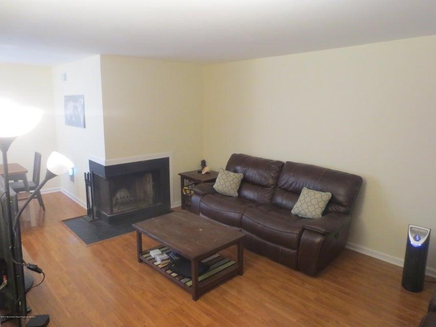 Condominio por un Alquiler en 1040 Schmidt Lane 1040 Schmidt Lane North Brunswick, Nueva Jersey 08902 Estados Unidos