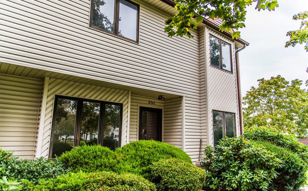 Casa Unifamiliar por un Alquiler en 291 Plum Drive 291 Plum Drive Marlboro, Nueva Jersey 07746 Estados Unidos