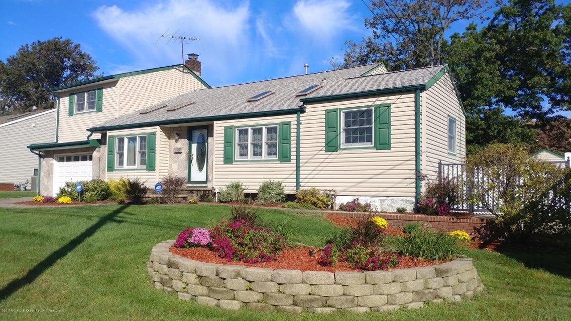 Maison unifamiliale pour l Vente à 12 Lillian Drive 12 Lillian Drive Hazlet, New Jersey 07730 États-Unis