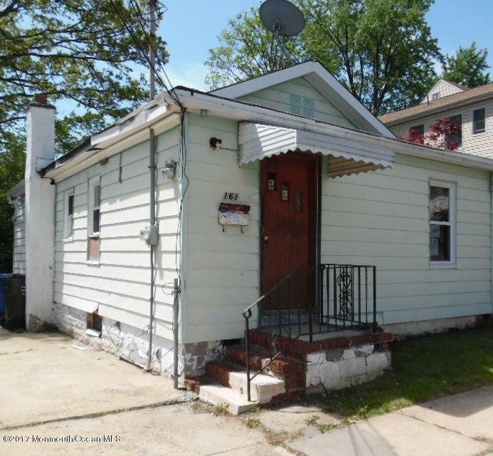 Casa Unifamiliar por un Venta en 161 Pershing Avenue 161 Pershing Avenue Iselin, Nueva Jersey 08830 Estados Unidos
