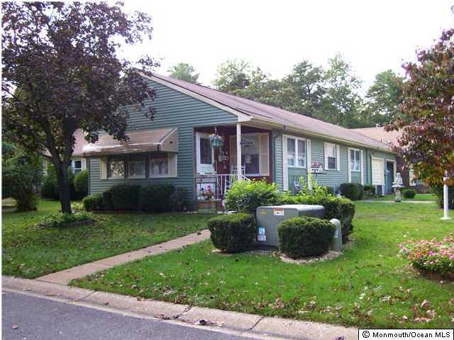 Casa Unifamiliar por un Alquiler en 8 Pembroke Lane 8 Pembroke Lane Whiting, Nueva Jersey 08759 Estados Unidos