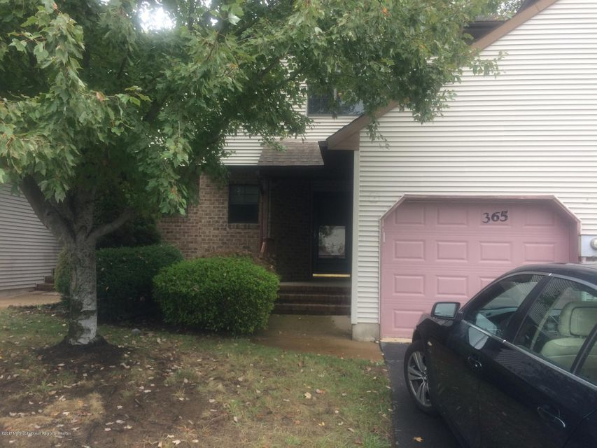 Appartement en copropriété pour l à louer à 365 Oak Knoll Drive 365 Oak Knoll Drive Manalapan, New Jersey 07726 États-Unis