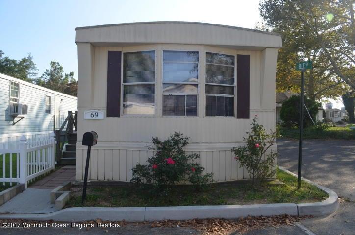 Mobile Homes pour l à louer à 69 Alex Court 69 Alex Court Hazlet, New Jersey 07730 États-Unis