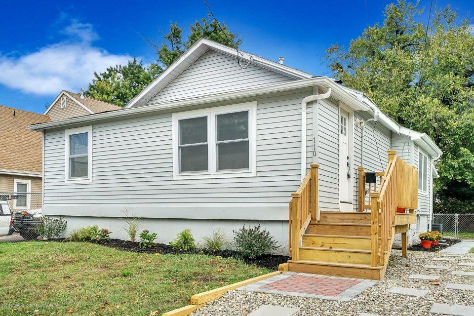 Casa Unifamiliar por un Venta en 110 Neptune Avenue 110 Neptune Avenue Neptune City, Nueva Jersey 07753 Estados Unidos