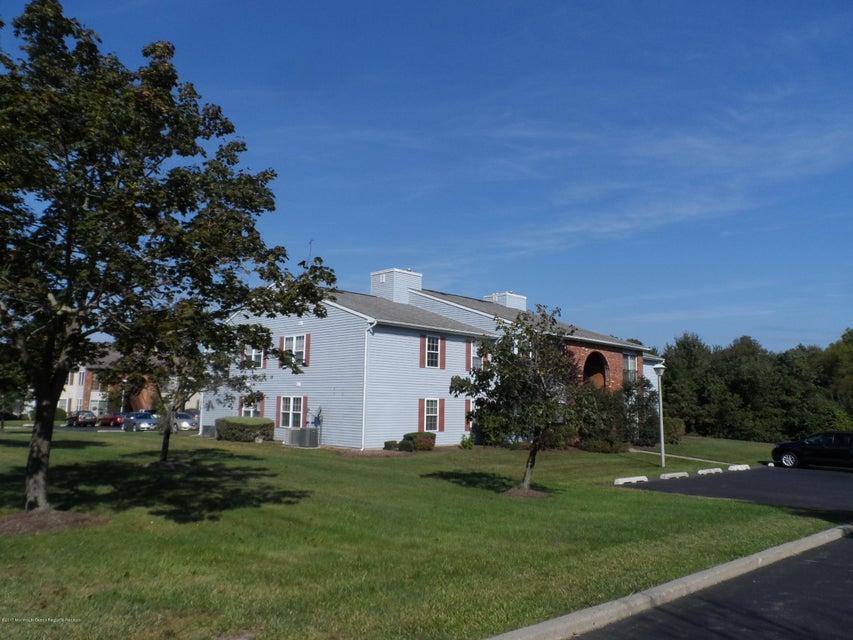 Appartement en copropriété pour l à louer à 164 Frontier Way 164 Frontier Way Tinton Falls, New Jersey 07753 États-Unis