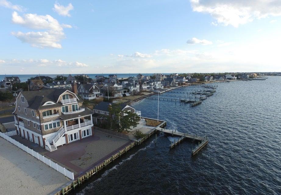 Maison unifamiliale pour l Vente à 1310 Bay Avenue 1310 Bay Avenue Mantoloking, New Jersey 08738 États-Unis