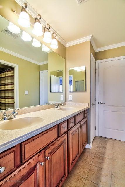 022_Jack and Jill Bathroom