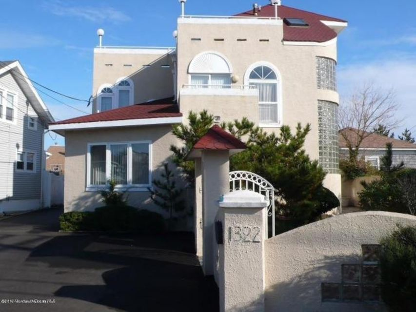 Single Family Home for Sale at 1322 Ocean Avenue 1322 Ocean Avenue Point Pleasant Beach, New Jersey 08742 United States
