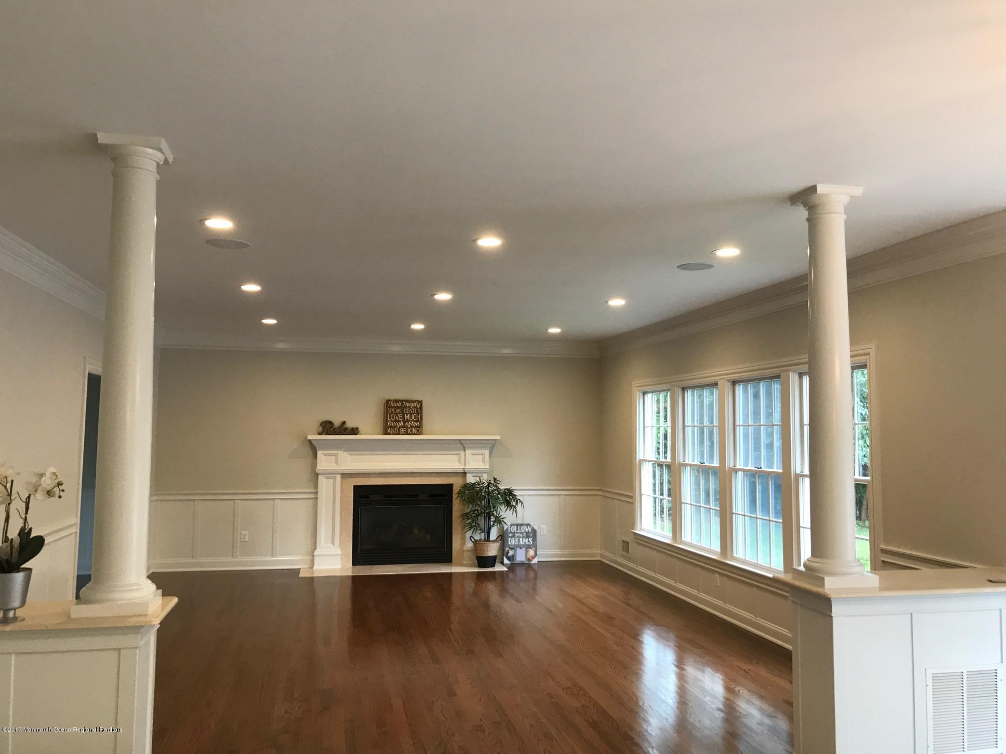 Villa per Vendita alle ore 27 Framingham Road 27 Framingham Road Ocean Township, New Jersey 07712 Stati Uniti