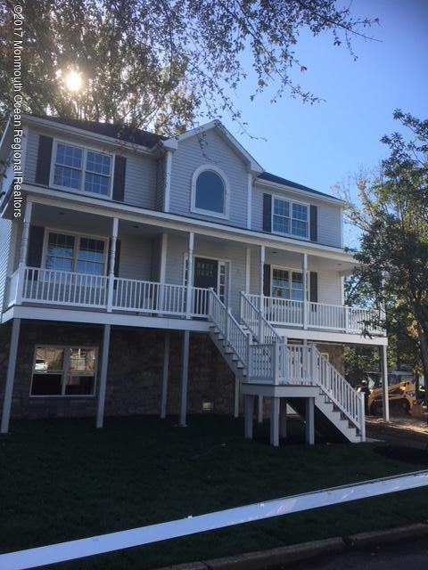 Casa para uma família para Venda às 5 Montana Avenue 5 Montana Avenue Port Monmouth, Nova Jersey 07758 Estados Unidos